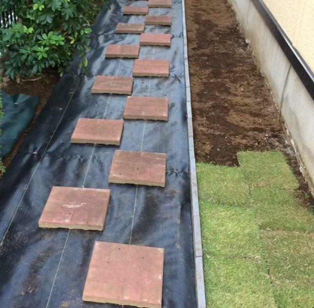 瓦を砕いた『瓦チップ』は元々素材は土なので、外構工事には最適です。